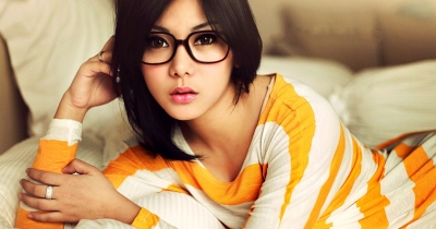 10 Super Qualities Of Guys And Girls With Glasses..